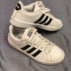 ADIDAS cloud foam shoes black & white striped 6